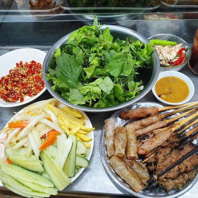 """Những khu ẩm thực nổi tiếng cực thu hút các """"thực thần"""" ở Đà Nẵng ảnh 2"""