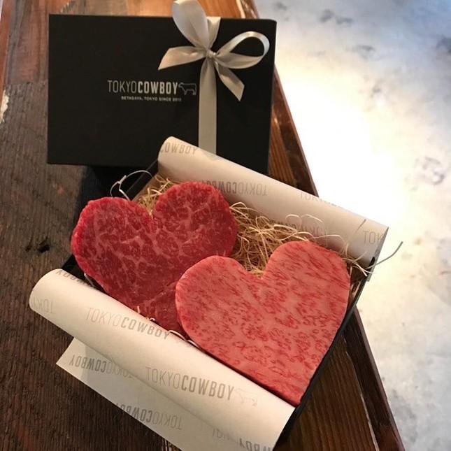 Đặt tên người yêu cũ cho gián, hoa thịt bò và dịch vụ lạ dịp Valentine ảnh 2