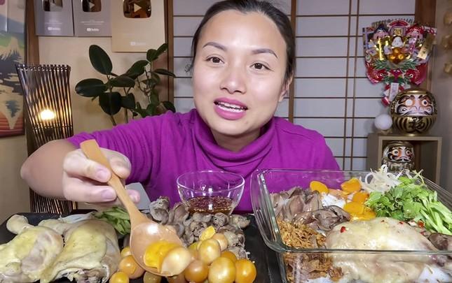 Chật vật vì luật mới của YouTube, Quỳnh Trần đã tìm được cách để có thể quay vlog cùng bé Sa ảnh 1