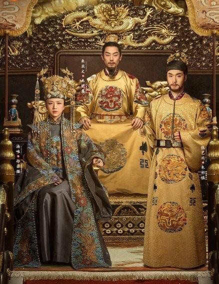 Trở lại màn ảnh nhỏ sau 12 năm vắng bóng, Thang Duy hóa hoàng hậu quyền uy ảnh 4