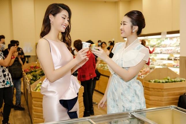 Đỗ Mỹ Linh, Lương Thuỳ Linh hội ngộ dàn sao Việt, rủ nhau đi mua sắm dịp cuối tuần ảnh 4