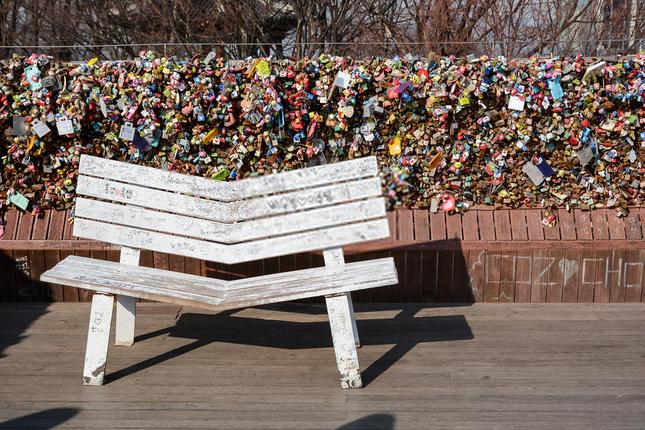 Khóa chặt tình yêu tại những cây cầu nổi tiếng nhất thế giới ảnh 5