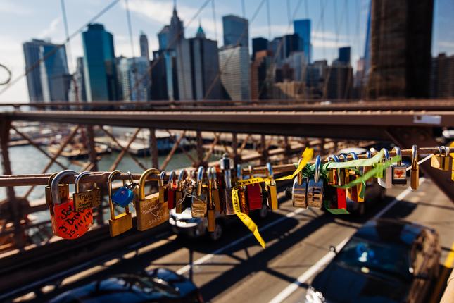 Khóa chặt tình yêu tại những cây cầu nổi tiếng nhất thế giới ảnh 6