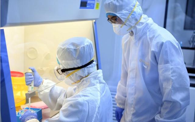 Trung Quốc cấp phép sản xuất lô thuốc tiềm năng đầu tiên với virus corona ảnh 1