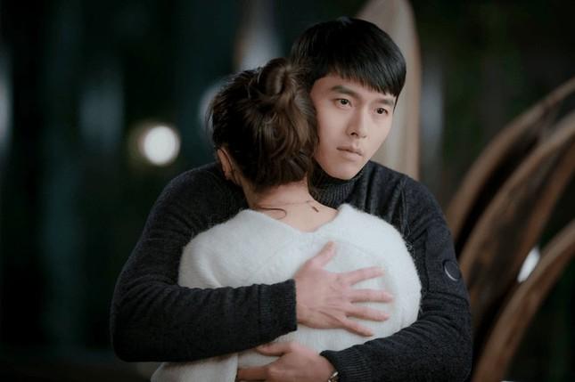 Ngoài nội dung hay, diễn xuất tốt của các diễn viên, ngoại hình đỉnh cao của Hyun Bin cũng là một điểm giúp Hạ cánh nơi anh trở thành drama có rating cao nhất lịch sử đài tvN.