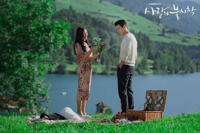 Mặc dù vậy, fan vẫn tin rằng cả hai đang bí mật hẹn hò và chỉ chờ thời điểm thích hợp để công khai chuyện tình cảm.