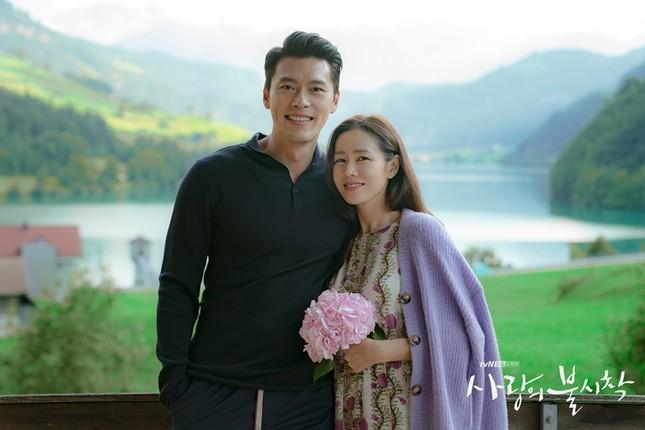 """Nghi án """"phim giả tình thật"""" từ bộ ảnh mới cực kỳ ngọt ngào của Hyun Bin và Son Ye Jin ảnh 5"""