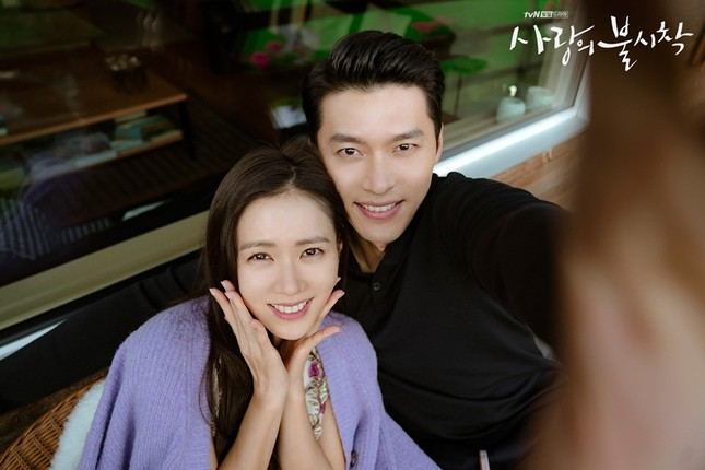 """Nghi án """"phim giả tình thật"""" từ bộ ảnh mới cực kỳ ngọt ngào của Hyun Bin và Son Ye Jin ảnh 4"""