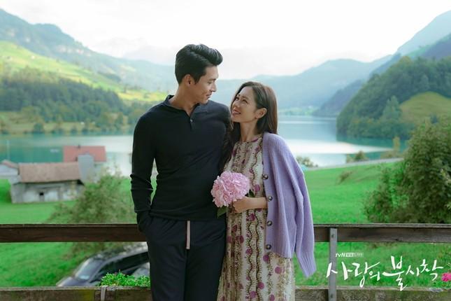 """Nghi án """"phim giả tình thật"""" từ bộ ảnh mới cực kỳ ngọt ngào của Hyun Bin và Son Ye Jin ảnh 2"""