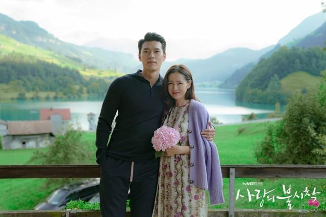 """Nghi án """"phim giả tình thật"""" từ bộ ảnh mới cực kỳ ngọt ngào của Hyun Bin và Son Ye Jin ảnh 1"""