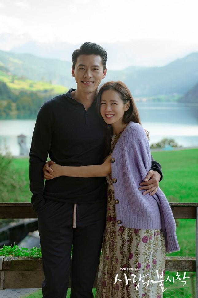 """Nghi án """"phim giả tình thật"""" từ bộ ảnh mới cực kỳ ngọt ngào của Hyun Bin và Son Ye Jin ảnh 6"""