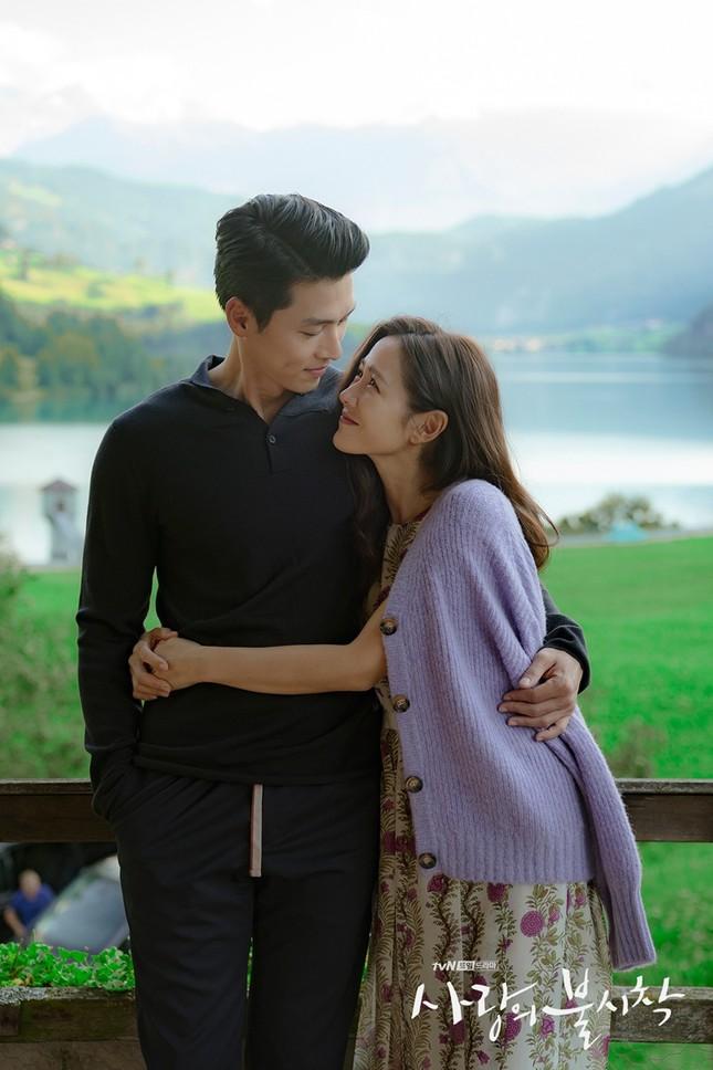 """Nghi án """"phim giả tình thật"""" từ bộ ảnh mới cực kỳ ngọt ngào của Hyun Bin và Son Ye Jin ảnh 3"""