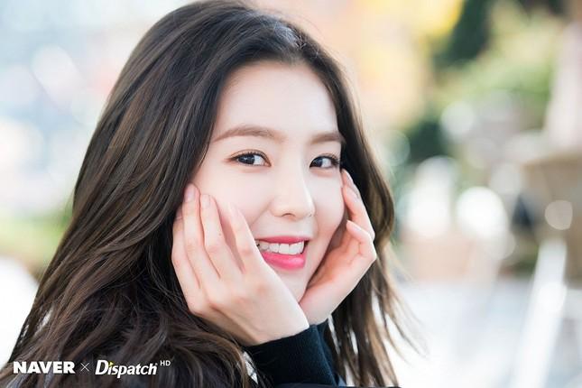 Lâu nay, Irene vẫn được xem là cô nàng xinh đẹp đỉnh cao của idol thế hệ thứ ba, sở hữu thần thái lạnh lùng thu hút hết sức. Nhưng hóa ra Irene còn sở hữu phản ứng cực nhanh, giúp cô nàng vượt qua rất nhiều sự cố bất ngờ.