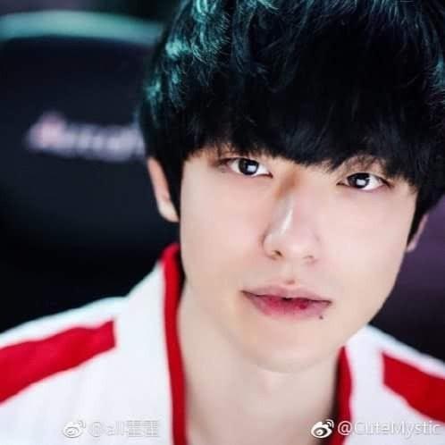 Ảnh thẻ đẹp như diễn viên gây sốt của hot boy làng game Hàn Quốc ảnh 5