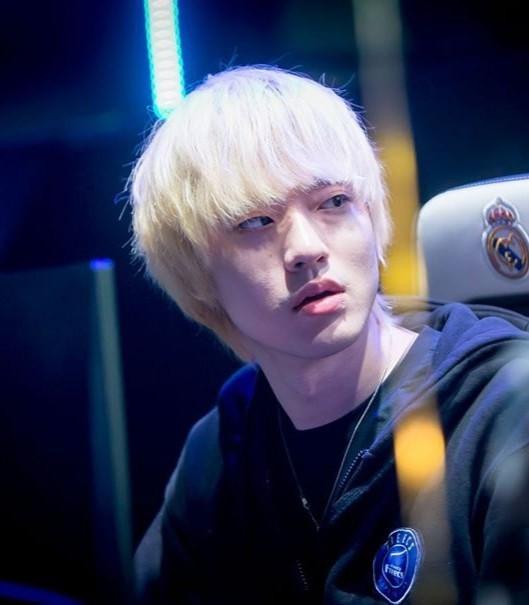 Ảnh thẻ đẹp như diễn viên gây sốt của hot boy làng game Hàn Quốc ảnh 9