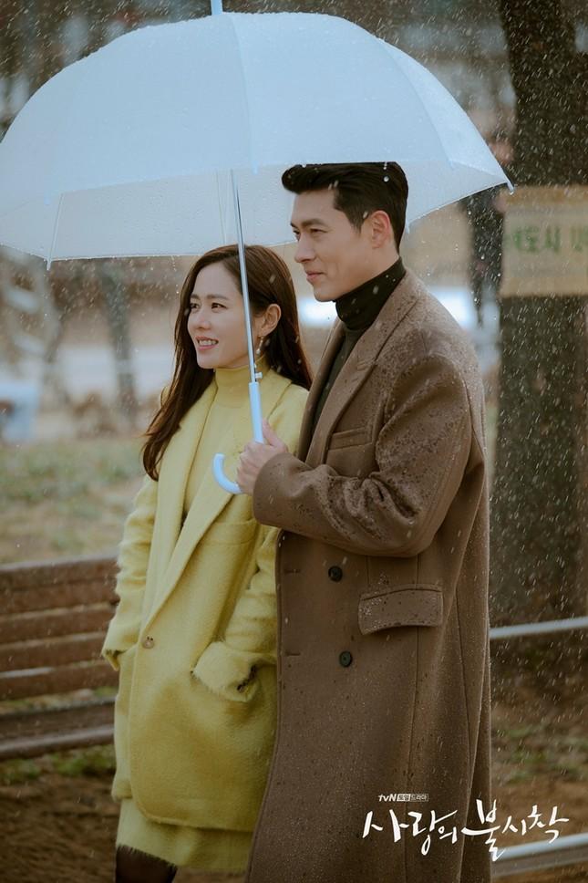 """""""Check giá"""" trang phục siêu đẹp của Yoon SeRi và Seo Dan trong 2 tập cuối Hạ Cánh Nơi Anh ảnh 4"""