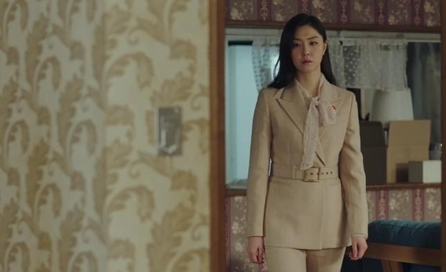 """""""Check giá"""" trang phục siêu đẹp của Yoon SeRi và Seo Dan trong 2 tập cuối Hạ Cánh Nơi Anh ảnh 9"""