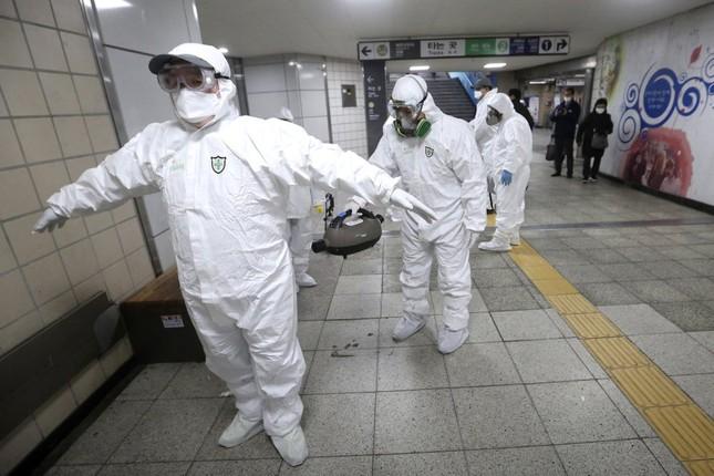 Ca nhiễm tăng chóng mặt, Hàn Quốc thành mặt trận mới chống Covid-19 ảnh 1
