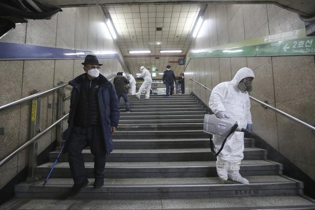 Ca nhiễm tăng chóng mặt, Hàn Quốc thành mặt trận mới chống Covid-19 ảnh 2