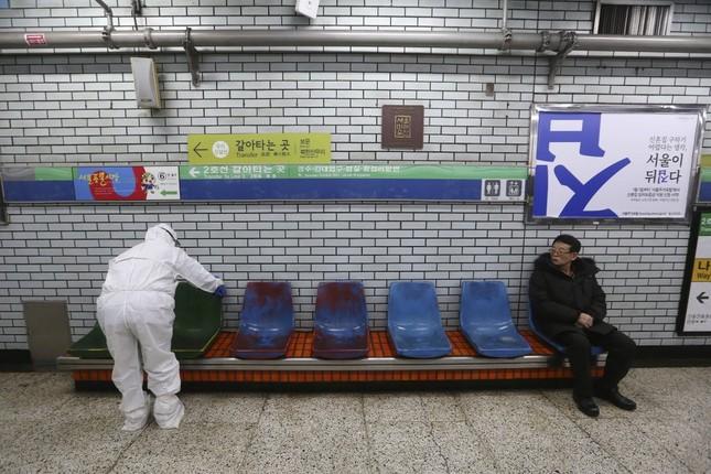 Ca nhiễm tăng chóng mặt, Hàn Quốc thành mặt trận mới chống Covid-19 ảnh 3