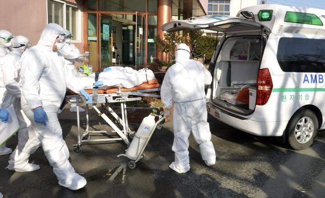 Ca nhiễm tăng chóng mặt, Hàn Quốc thành mặt trận mới chống Covid-19 ảnh 4