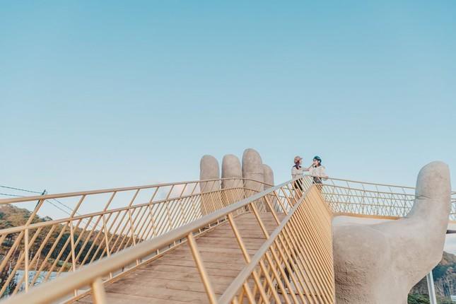 Thỏa sức sống ảo ở cây cầu bàn tay phiên bản thu nhỏ tại Đà Lạt ảnh 3