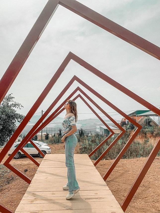 Thỏa sức sống ảo ở cây cầu bàn tay phiên bản thu nhỏ tại Đà Lạt ảnh 11