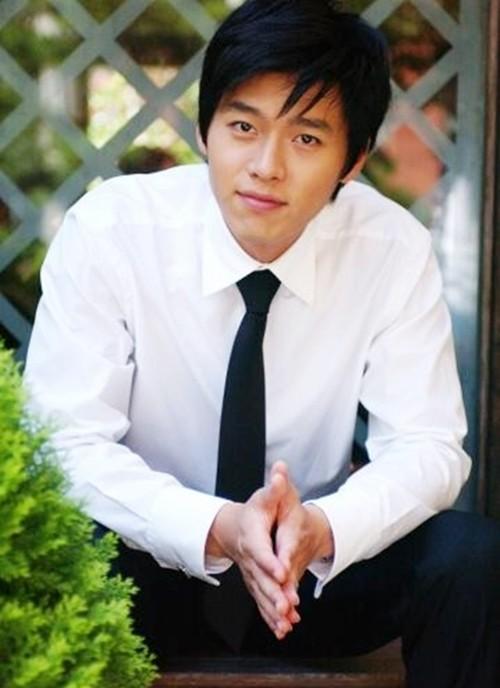 Hyun Bin: Vạn vật thay đổi, duy chỉ có sự đẹp trai là ở lại suốt 15 năm  ảnh 1