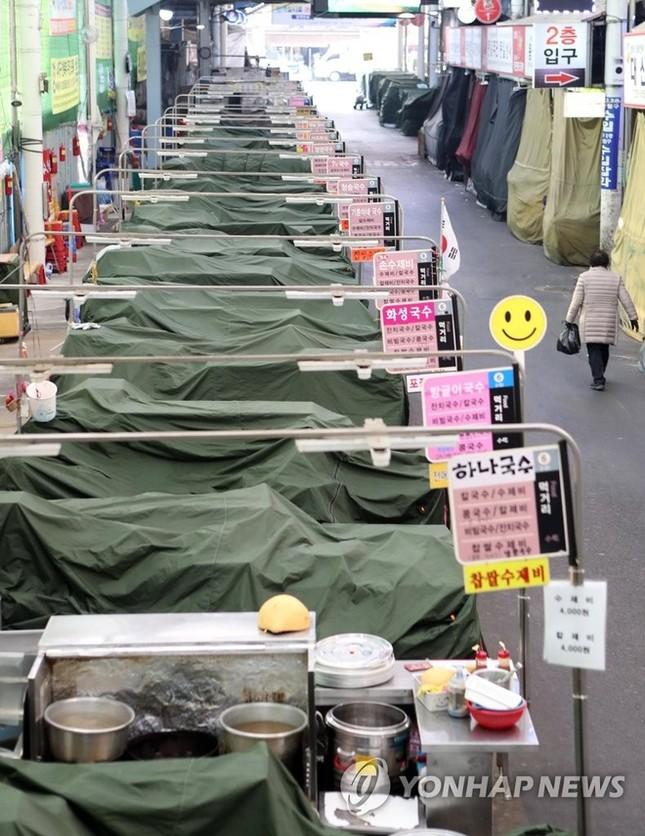 Người Hàn ồ ạt mua khẩu trang, siêu thị cháy hàng trong tâm dịch ảnh 4