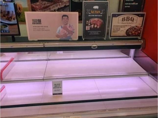 Người Hàn ồ ạt mua khẩu trang, siêu thị cháy hàng trong tâm dịch ảnh 12