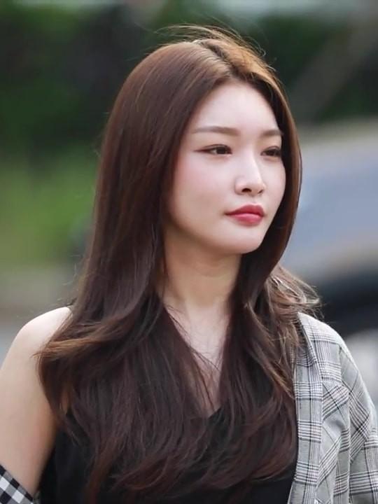 Những nghệ danh hụt của idol đình đám khiến fan nghe xong chỉ muốn té ngã  ảnh 3
