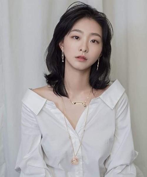 """Nữ quái của """"Itaewon Class"""" hack tuổi nhờ cắt tóc ngắn ảnh 6"""