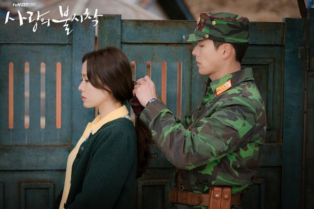 """Tuyển tập """"bùa yêu"""" cộp mác Trung đội trưởng Ri Jeong Hyeok ảnh 2"""