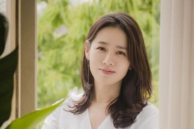 Chị đẹp Son Ye Jin quyên góp 100 triệu won cho quê nhà phòng chống dịch sars-cov-2 ảnh 1