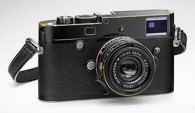 Choáng với giá trị chiếc máy ảnh nho nhỏ mà Ri Jung Hyuk cầm trong Hạ Cánh Nơi Anh ảnh 3