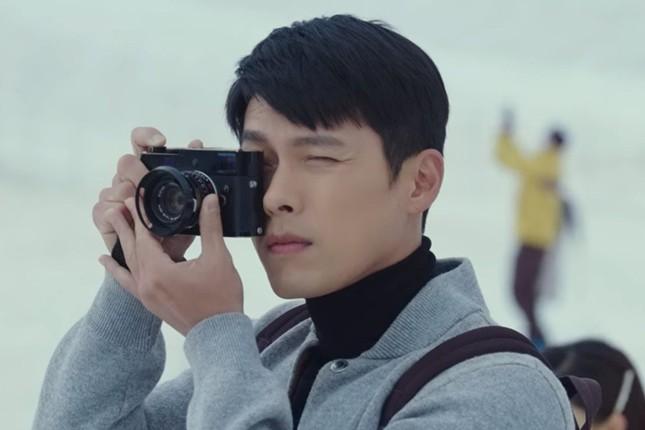 Choáng với giá trị chiếc máy ảnh nho nhỏ mà Ri Jung Hyuk cầm trong Hạ Cánh Nơi Anh ảnh 4