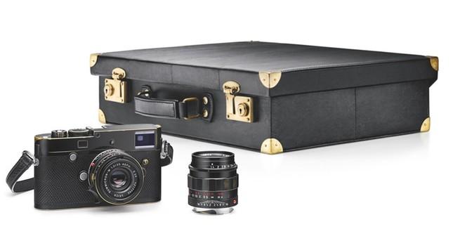 Choáng với giá trị chiếc máy ảnh nho nhỏ mà Ri Jung Hyuk cầm trong Hạ Cánh Nơi Anh ảnh 2