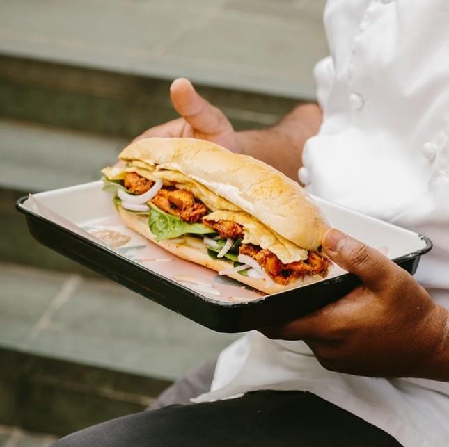 Những tiệm bánh mì Việt Nam nổi tiếng và được khắp thế giới yêu thích ảnh 1