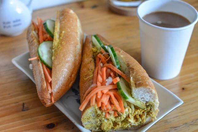Những tiệm bánh mì Việt Nam nổi tiếng và được khắp thế giới yêu thích ảnh 10