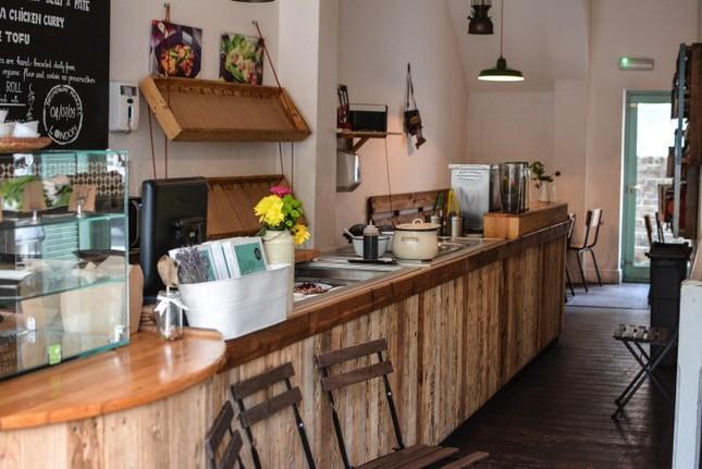Những tiệm bánh mì Việt Nam nổi tiếng và được khắp thế giới yêu thích ảnh 12
