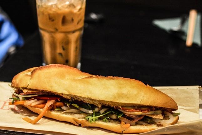 Những tiệm bánh mì Việt Nam nổi tiếng và được khắp thế giới yêu thích ảnh 15