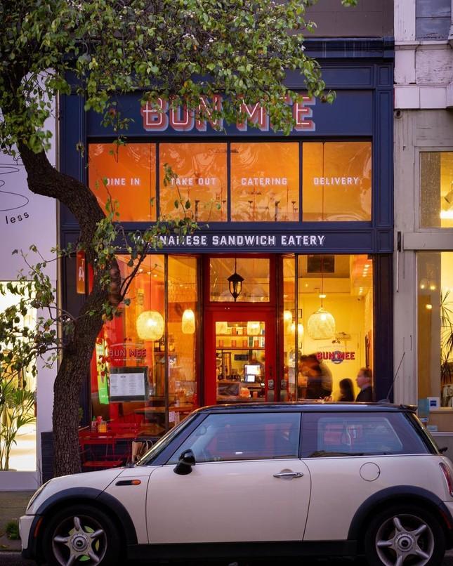 Những tiệm bánh mì Việt Nam nổi tiếng và được khắp thế giới yêu thích ảnh 17
