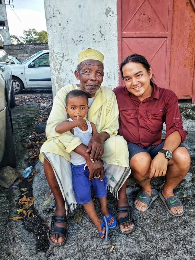 Chàng trai đặt chân đến châu Phi sau 995 ngày vòng quanh thế giới ảnh 12
