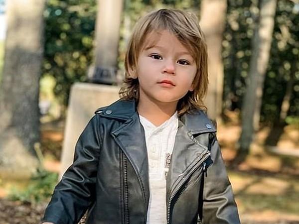 Cậu bé Cohen Sheely.