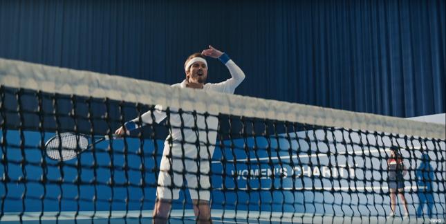Taylor nhắc khéo về sự bất công của đàn ông và phụ nữ trong mọi mặt trận. Cô cũng không ngại nhắc về tay vợt John McEnroe để nói xoáy về vụ việc của Serena Williams.