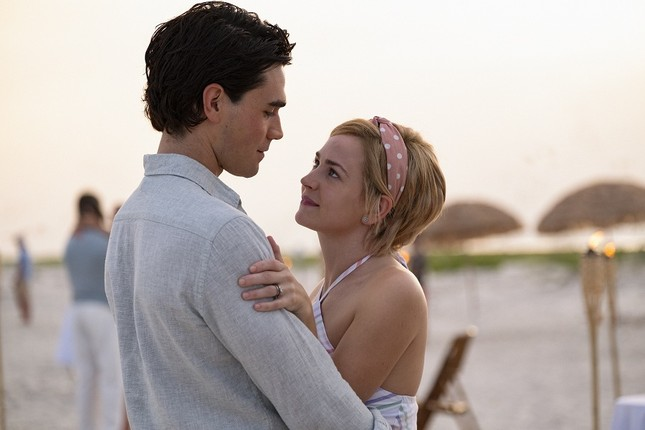 Melissa Lynn Henning và Jeremy Camp trong phim do Britt Robertson và KJ Apa thủ vai