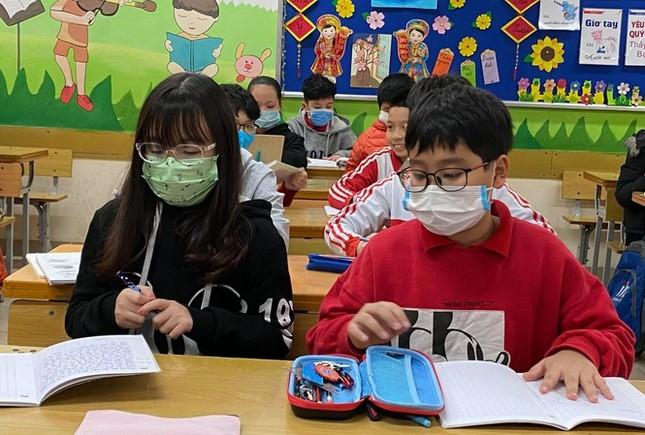 Nhiều trường tại Hà Nội lấy ý kiến phụ huynh về việc đi học lại từ 2/3 ảnh 1
