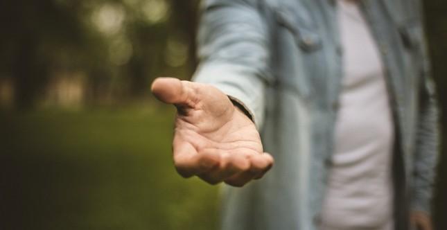 Tiếng Anh không khó: Hôm nay, bạn có thực hiện một hành động tử tế ngẫu nhiên? ảnh 1