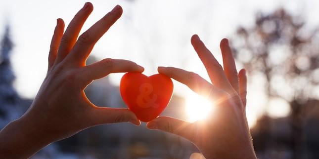 Sưởi ấm trái tim: Hãy là một người hay giúp đỡ, bạn nhé! ảnh 2