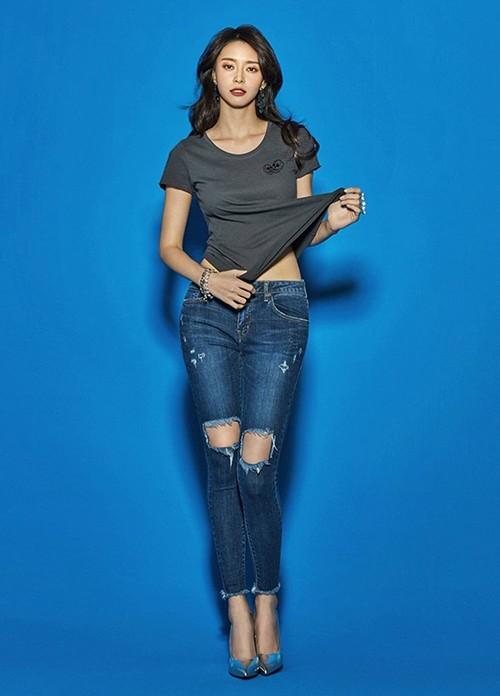 """Mỹ nhân phim """"Itaewon Class"""" gây sốt vì đôi chân cực phẩm khi mặc jeans ảnh 9"""